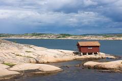 DSC06963 (niclasmaanson) Tags: blue roof red sea summer vacation house green water boat alone sweden sony calm alpha scandinavia comment strmstad a700 kattegatt niclasmnsson