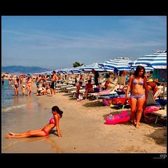 Girls (Osvaldo_Zoom) Tags: girls summer people italy sun beach colors seaside nice sand estate tan explore frontpage calabria spiaggia friendlychallenge