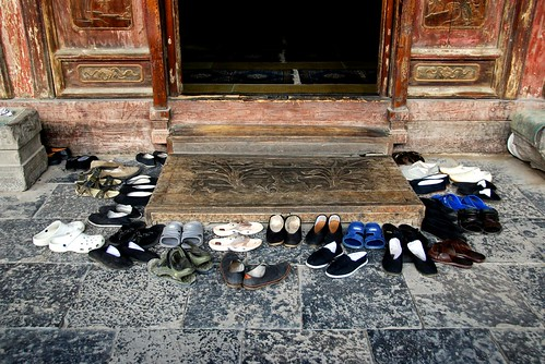 shoe collection during prayer, xian