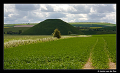 Silbury Hill (J. van de Pas) Tags: world city uk trip england holiday west heritage its one is chalk site high europe long britain near united hill great sightseeing some kingdom it ring unesco size part similar egyptian stonehenge gb manmade pyramids around 40 mound monuments wiltshire smaller prehistoric purpose which complex giza necropolis barrow avebury largest includes engeland sites neolithic tallest silbury kennet the associated  metres humanmade siteat