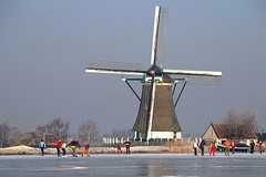 Dutch folklore (Johan_Leiden) Tags: winter mill ice netherlands windmill dutch sport landscape iceskating skating nederland thenetherlands folklore skaters national iceskaters winterworld explpre wijdeaa aplusphoto gettyr