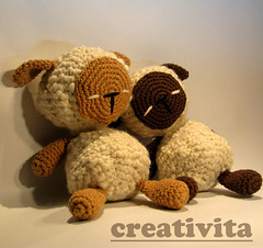 Sleepy again...zzz (Creativita) Tags: friends wool animal norway toy cozy looking sheep handmade linen pair crochet pals softie cotton etsy amigurumi mandal pecore leker ewe hekle allunicetto virket vrkad