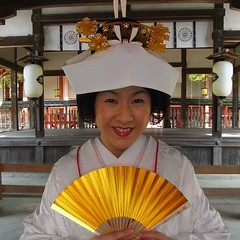 Nipponbride -  (Ginas Pics) Tags: wedding people copyright woman smart japan religious gold bride colorful religion marriage holy sacred nippon spiritual shintoshrine japanesewedding ethnography 2015 ginaspics  holypics nipponwedding reginasiebrecht copyright2015reginasiebrecht smartbride