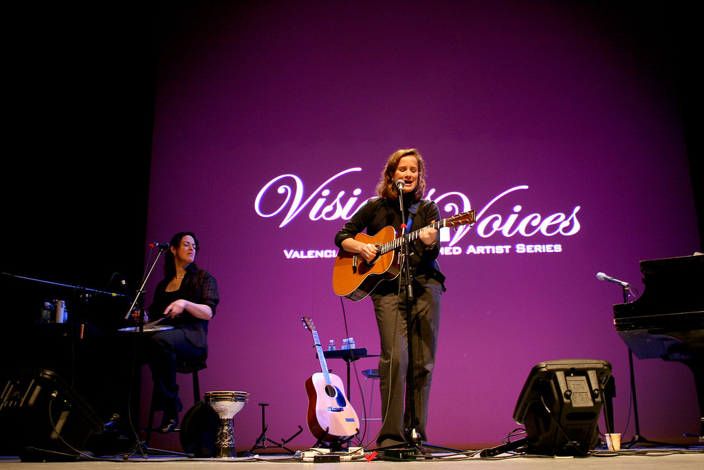 SINGER-SONGWRITER WOWS EAST CAMPUS
