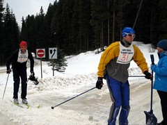Photo by Glenn Brual - Copyright  2009 (Loppet) Tags: ski race banff volunteer lakelouise loppet lululemon