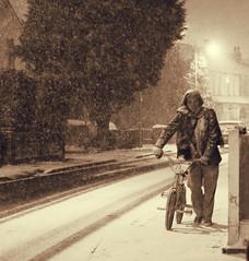 Snow in London [18 ] (Che-burashka) Tags: street winter snow man london monochrome bike walking evening suburbs isover artlibre urbanlyric mondocafeclub