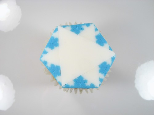Fractal Snowflake Cupcakes - 25