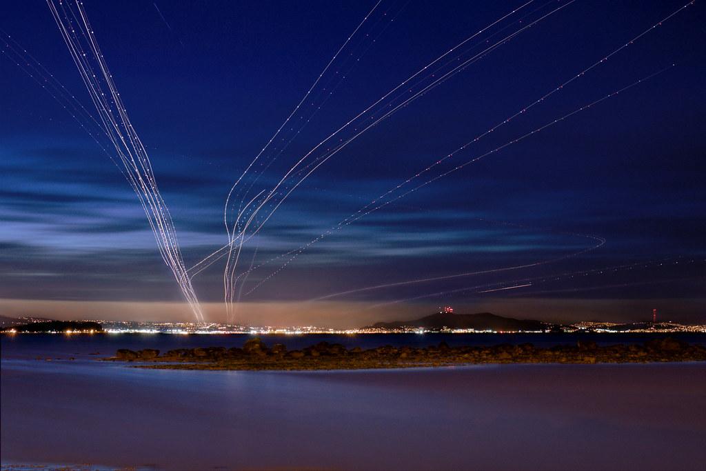 Jejak Cahaya Pesawat Hasil Kreasi Fotografer yang Menakjubkan