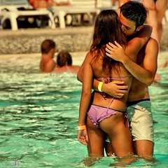 Summer Romance (Osvaldo_Zoom) Tags: summer love beach bravo kiss sweet teenagers romance lovers tender summerlove loveaffair stunningphotogpin