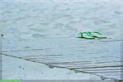 ...vado...faccio un tuffo e torno.... (cb.almostblue) Tags: verde mare estate sole bagno spiaggia visualart paradiso wmp tirrenia cubism infradito ciabattine bej flickraward flickrdiamond goldstaraward creattivit
