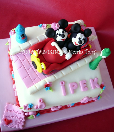MINIE AND MICKEY MAOUSE CAKES