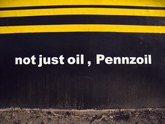 Pennzoil (Doy-lee) Tags: car canon oil mechanic ixy pennzoil servicing 2209 910is canondigitalixy910is