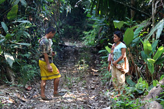 Traditional Orang Asli family, Tasik Chini, Malaysia (sensaos) Tags: lake malaysia tribe kampung orang melayu maleisie chini tasik asli maleisi jakun gumum