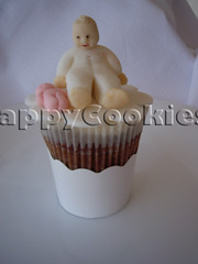 baby girl cupcake (happycookiesplace) Tags: cupcake sugarart sugarpaste