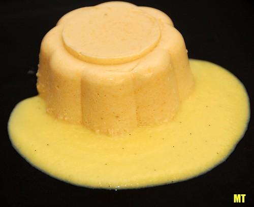 Bavarese ai cachi con salsa di vaniglia
