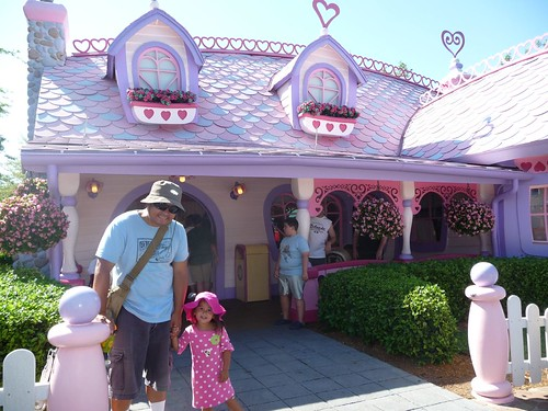 minnie's house.
