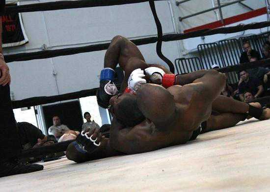 5692407896 024676e622 z Long Beach Fight Night 12 Results