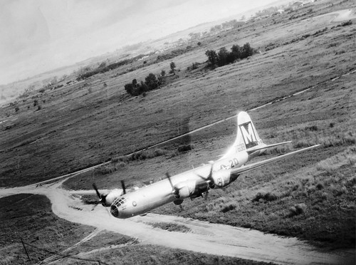 Warbird picture - DMP-D785 USAAF B-29 LOW FLYING