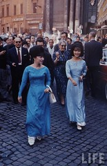 Madame Nhu and daughter Ngo Dinh Le Thuy, Paris 1963 par VIETNAM History in Pictures (1962-1963)