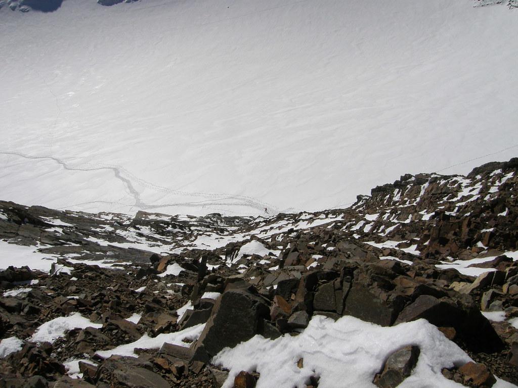20081026(032) Vistazo hacia atrás (Silvia en el comienzo de la trepada)