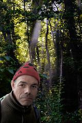 ...le immaginazioni hanno lo sguardo fisso... (UBU ♛) Tags: colors uomo colori ritratto gnomo bosco foresta nonsochisia ©ubu allucinazionefotografica