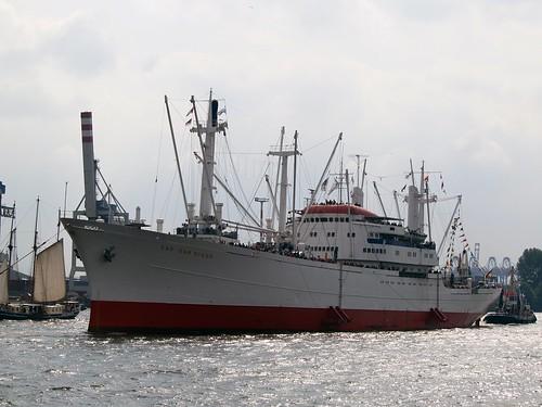 Cap San Diego auf der Elbe