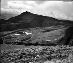 Pico do Carvo (Cristiano Abreu) Tags: bw mamiya portugal monochrome mediumformat peak rangefinder delta pico mf 6x7 ilford azores aores 65mm mamiya7 ddx somiguel deltapro picodocarvo miradourodopal