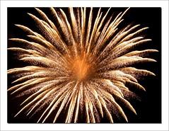 PiiiiiiiiiiPUMMMOOOh!!! (Sigurd66) Tags: fireworks firework fuegosartificiales feuerwerk feudartifice fogosdeartifcio fajerwerki focsartificials sztuczneognie fuocodartificio impressedbeauty theperfectphotographer