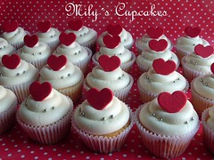 Red hearts ♥ (Mily'sCupcakes) Tags: wedding red white blanco hearts rojo casamiento buttercream corazones