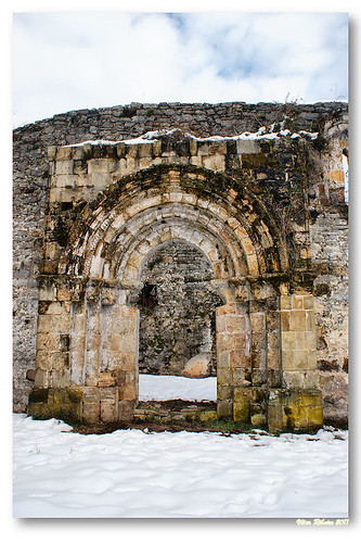 Portal da igreja de San Pedro de Plecín by VRfoto
