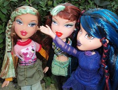 Bratz Green and Blue (steffer67) Tags: doll phoebe yasmin bratz tokyoagogo icandy midnightdance