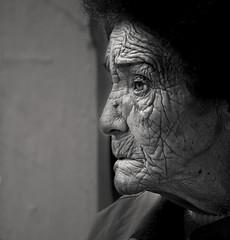 (Nilton Ramos Quoirin) Tags: old brazil portrait woman face brasil retrato candid mulher velha wrinkles senhora rosto rugas
