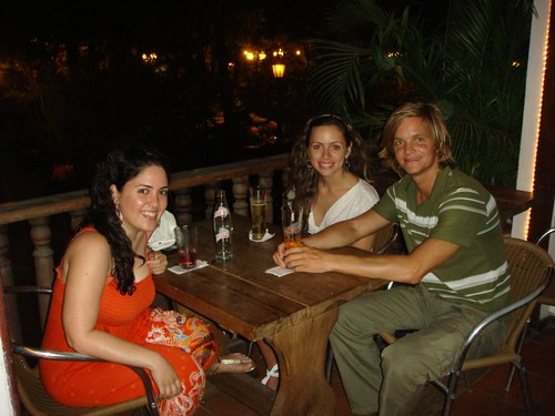 Having a stubby at the Monte Cristo Bar with Vitu and Giannina. Cartagena - Colombia. February 2009.