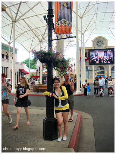 Warner Bros Movie World: The Main Street