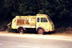 Camion citerne en Corse (gueguette80 ... Définitivement non voyant) Tags: corse shell renault camion essence galion rouille abandonné épave citerne françaises flickrcorsicaflickrcorse