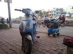 Repair service on roadside (tkinugaw) Tags: tphcm