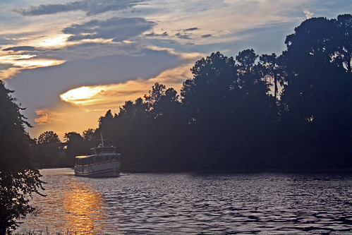 Disney World trip - day 7 - Wilderness Lodge - Ferryboat at dusk