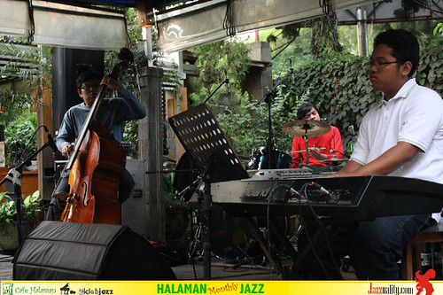 Halaman Monthly Jazz - David Manuhutu Trio