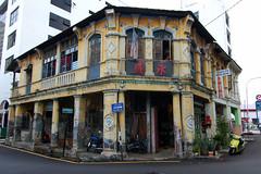 Near Jalan Argyll, Penang (DKF_L) Tags: august malaysia penang 2009 1224mm oldbuilding