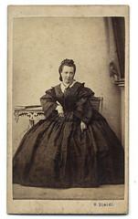(ggaabboo) Tags: lady dame 1860s steidl asztal szék oszlop robertsteidl weltnerkarolina