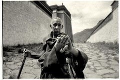 Tashi Lumpo Monastery (messland) Tags: travel bw iso100 plateau monk tibet monastery lucky lama tibetan shigatse tashi  xigatse lumpo messland
