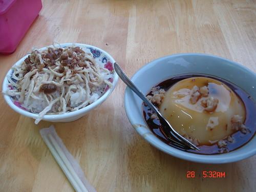 你拍攝的 碗粿王的碗粿和雞絲飯。