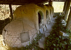 L'extrany forn de cermica / The noborigama kiln (SBA73) Tags: art village arte pueblo catalonia khalifa picasso pottery catalunya curious unusual 1020mm kiln horno rar mir raro catalogna extrao poble japons catalogne artigas vallsoccidental valls noborigama cermica forn fundaci gallifa extrany llorensartigas  japanesekiln