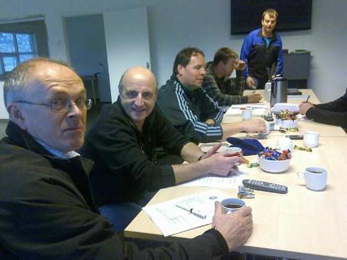 Børge Oanes, til venstre, og Walter Jacobsen møtte fotballstyret.