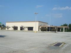 former Sears Auto Center; Cloverleaf Mall, Richmond, Virginia (Joe Architect) Tags: retail mall virginia sears richmond departmentstore va 2009 modernist searsroebuck deadmalls cloverleaf cloverleafmall searsroebuckandco