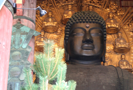 Todai-Ji temple's massive Buddha