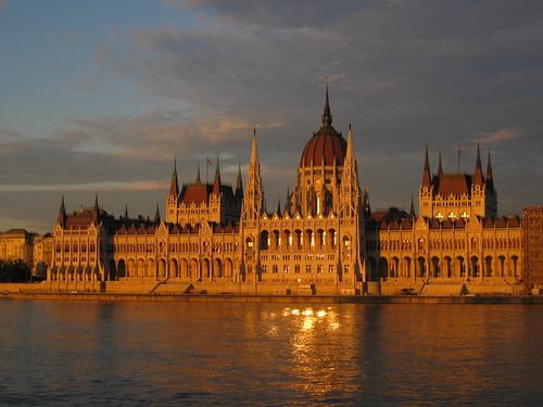 Budapest. Parlamento. Anochecer