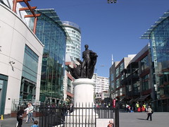 Statue of Nelson in the Bullring (ell brown) Tags: greatbritain england monument statue birmingham unitedkingdom nelson starbucks anchor westmidlands bullring birminghamuk manofwar starbuckscoffee eastmall westmall horationelson nelsonmonument admirallordnelson gradeiilisted viceadmiralhorationelson gradeiilistedmonument sirrichardwestmacott statueofhorationelsonbirmingham 1stviscountnelsonkb bccdiy monumenttolordnelson oustretchedarm unusualindesign