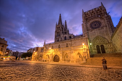 Burgos Cathedral  Catedral de Burgos HDR 4 (marcp_dmoz) Tags: light espaa building luz church architecture night clouds canon eos noche licht spain arquitectura catholic exterior nightshot cathedral map gothic kathedrale catedral iglesia kirche wolken nubes nocturna architektur burgos tone hdr spanien nachtaufnahme katholisch catolico bracketing gotisch castillayleon photomatix 50d tonemapping horquillado exteriorhdr