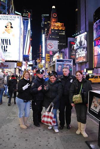 Con Los Policias New Yorkinos by itziponce.